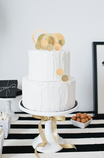Fabulous and creative cake topper design with swirls