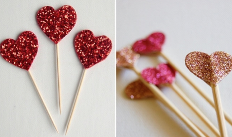 Simple and effective heart cake toppers